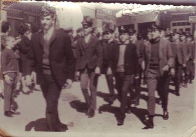 Τη φωτογραφία μας έστειλε ο Διονύσης Ξένος, που λόγω ύψους προηγείται και στην παρέλαση.
