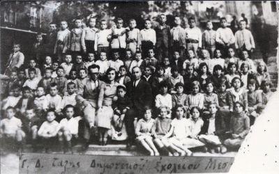 Διακρίνονται οι δάσκαλοι Λάμπρος Κρανιάς, Γιώργος Πράττος και Γουλιανού Ευτυχία.