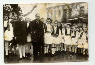 Φωτογραφία με το δάσκαλο Τηλέμαχο Πούλιο.
